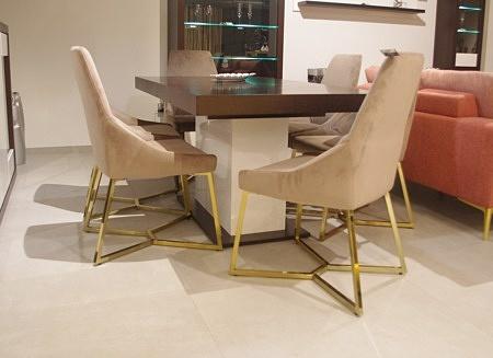 krzesła złote nogi chromowane tkanina beżowa
