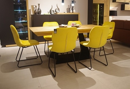 krzesła żółte nogi czarne nowoczesne