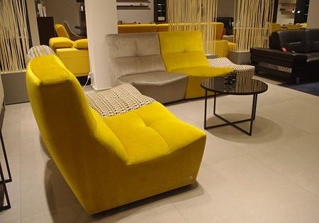 sofy kolorowe do nowoczesnego salonu