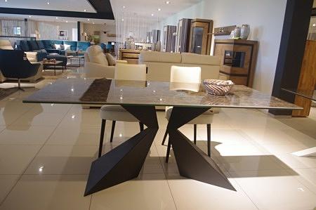 Stół z blatem ze spieku kwarcowego nogi czarne metalowe