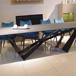 Stół z nogą metalową