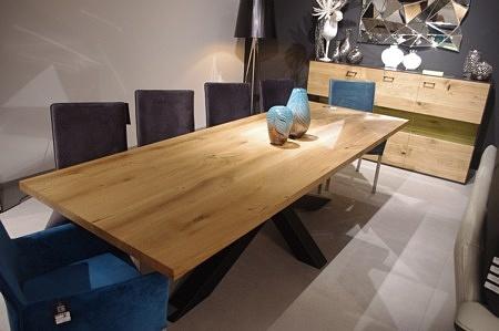 Blat drewniany w stole