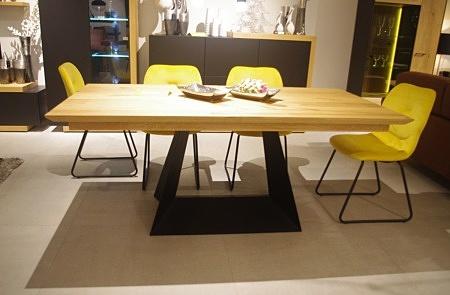 Stół na czarnej nodze rozkładany