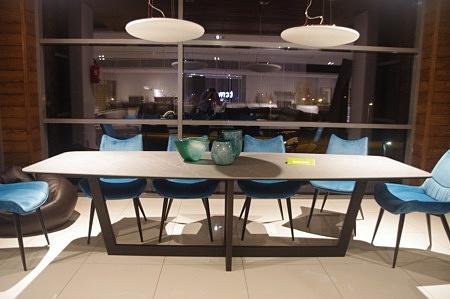 stół ze spiekiem kwarcowym