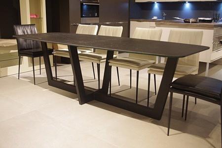 stół nowoczesny industrialny z blatem ze spieku