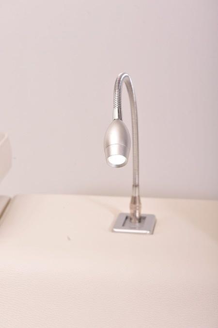Lampka w barku nowoczesnego kompletu wypoczynkowego narożnik gruba skóra dotykowa led lampka