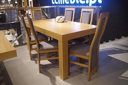 Stół mezzo z krzesłami