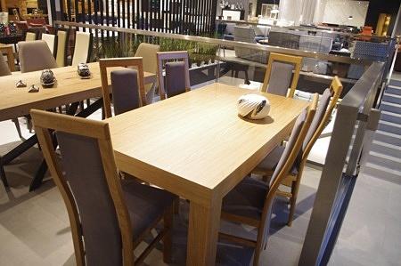 Stół z krzesłami dębowymi