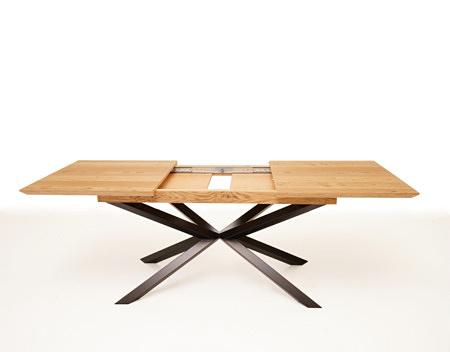 Stół rozkładany na metalowych nogach z efektem pajączka