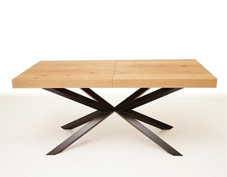 Stół z metalowymi nogami rozkładany