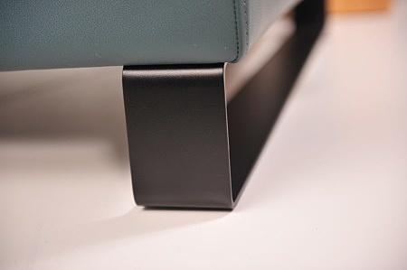 Czarna matowa noga metal na zamówienie narożnik pod każdy rozmiar do każdego wnętrza