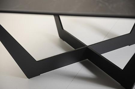 Czarna noga metalowa w nowoczesnym loftowym kształcie