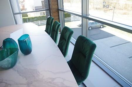 Krzesła na płozach nowoczesne