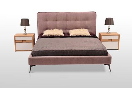 Nowoczesne łóżko na wysokich metalowych nogach nowe wzornictwo nowoczesna sypialnia