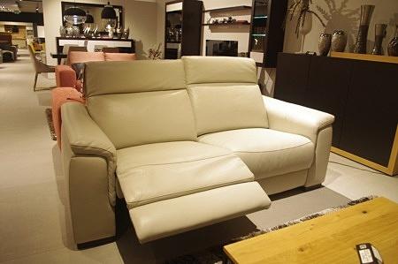Sofa do salonu z relaxem loft nowoczesna