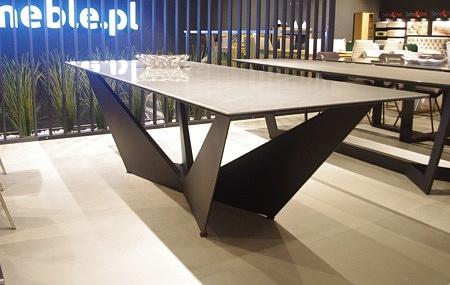 Stół Cliv z blatem ze spieku kwarcowego Pietra Grey połysk