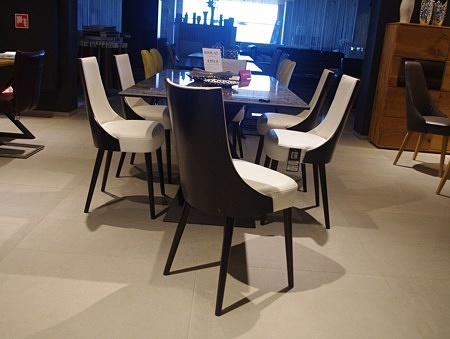 Krzesła venge i biała skóra