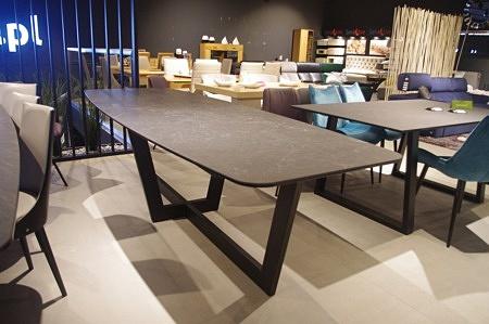 Stół ze spieku