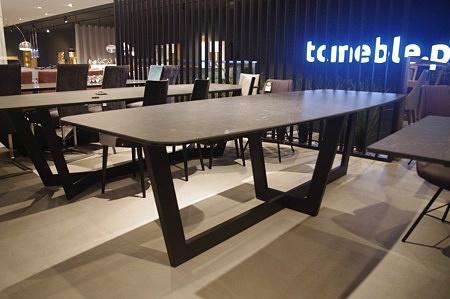 Stół ze spieku kwarcowego laminam nero greco mat
