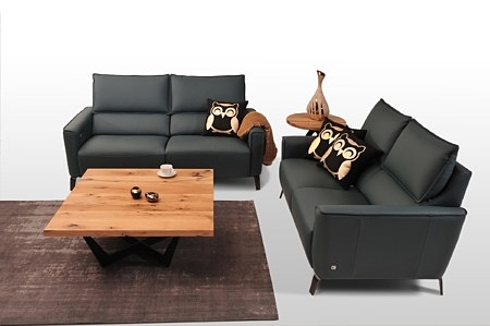 Aviva II - sofy skórzane 2-osobowe do eleganckiego wnętrza, kanapa na wysokich metalowych nóżkach satynowanych,  z funkcją Relaxu elektrycznego i wysuwanym podnóżkiem