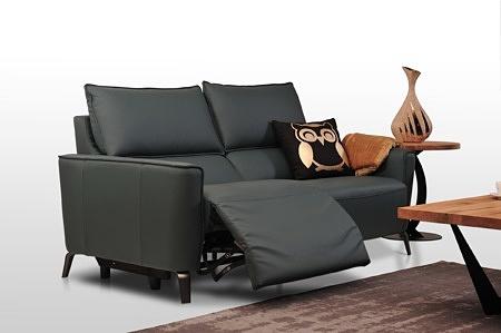 Aviva II - czarna kanapa z wąskimi bokami do nowoczesnego salonu, meble wysokiej klasy premium włoska skóra i szeroka gama kolorystyczna