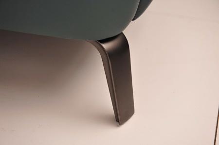 Elegancka delikatna nóżka do kanapy, kolor czarny chrom matowy satyna loftowe