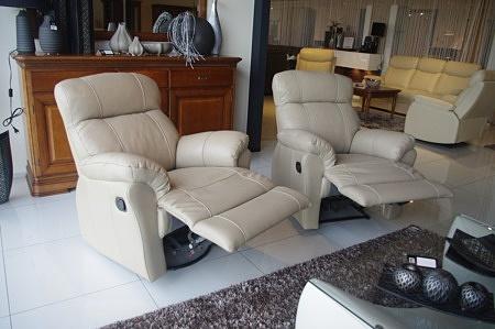 Wygodne fotele z relaxem beżowe