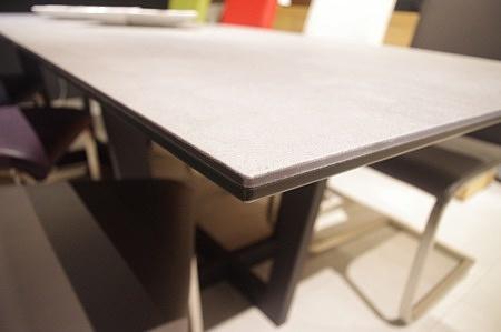 Krawędź stołu ze spiekiem