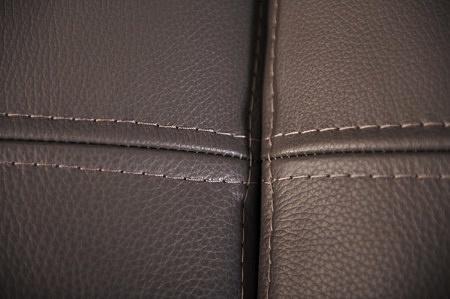 Dokładne zdjęcie zbliżenie gruba miękka skóra szara antracyt sapphire ekskluzywny narożnik