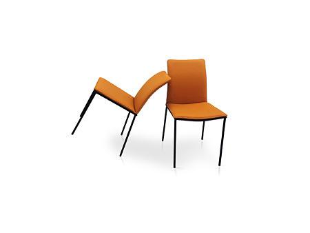 Krzesła fantasy z przeszyciem na oparciu na czarnych nożkach