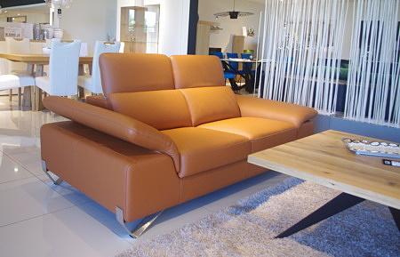 Podnoszony bok w kanapie