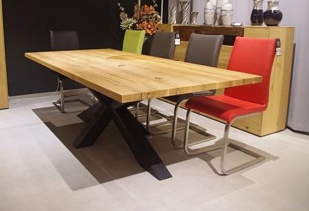 Stół na nodze metalowej lity