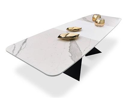 Stół w białym spieku kwarcowym statuario venato matowy