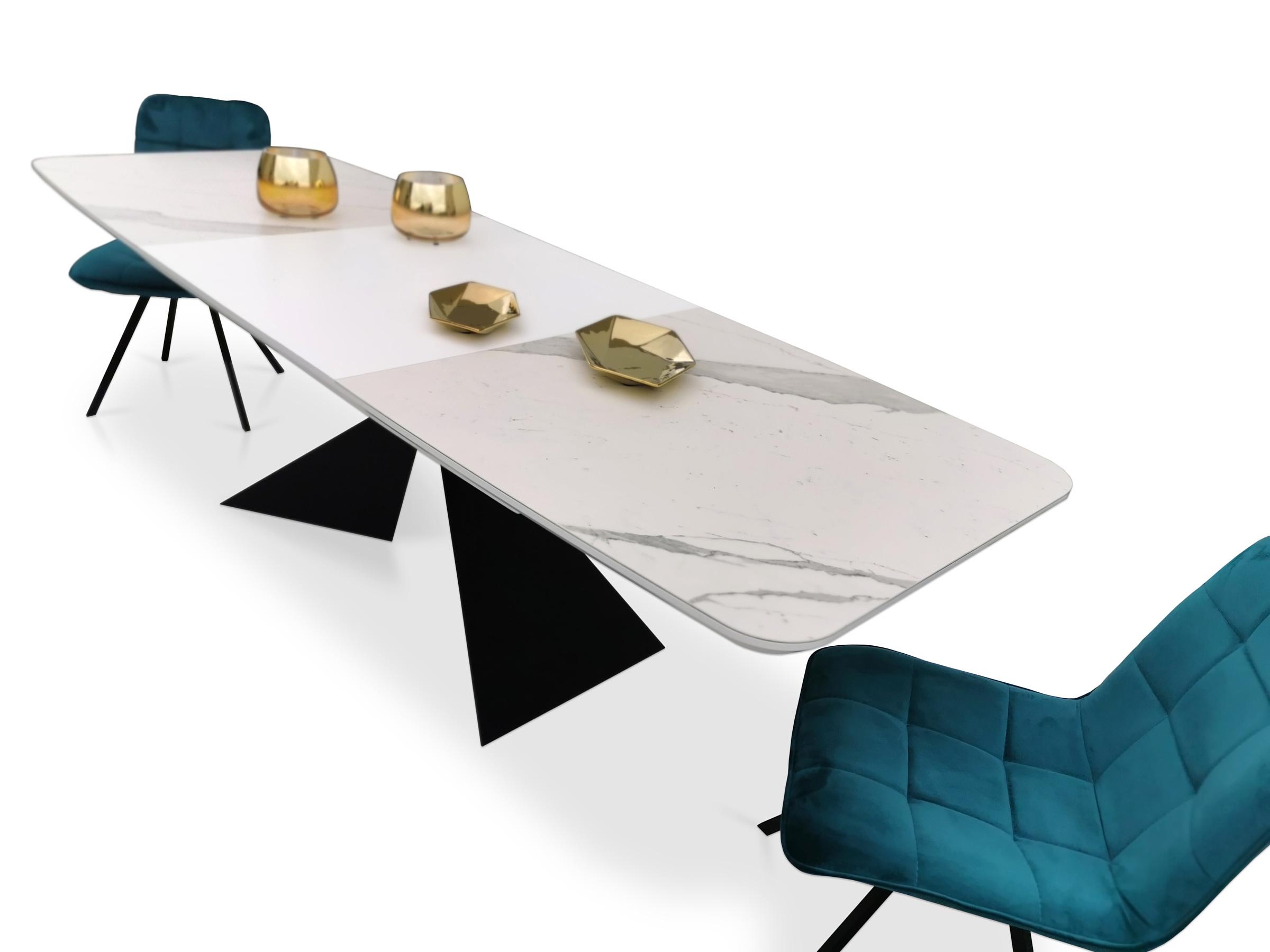 Stól z nowoczesnymi krzesłami koloru niebieskiego w materiale styl loftowy