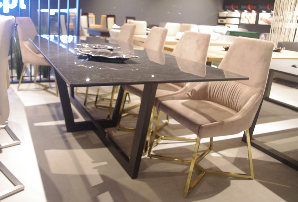 Stół ze spieku do salonu