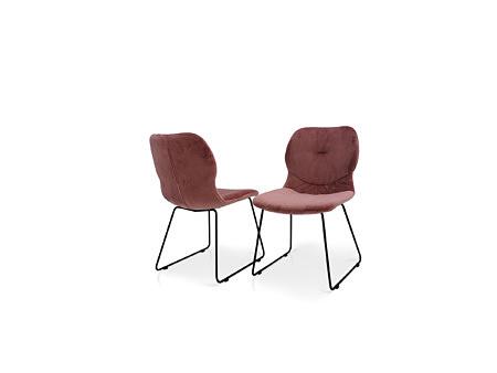 Krzesła w różowym kolorze z wygodnymi oparciami