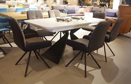 Krzesła do jadalni na czarnych nogach
