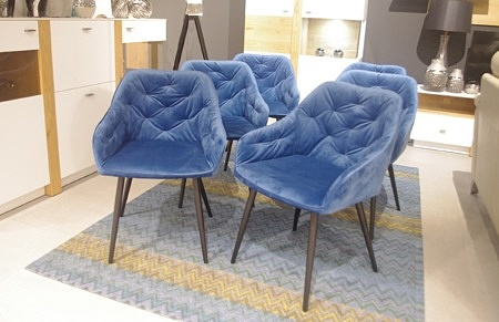 Krzesła industrialne niebieskie
