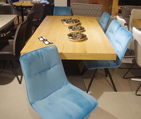 Krzesła loftowe niebieskie