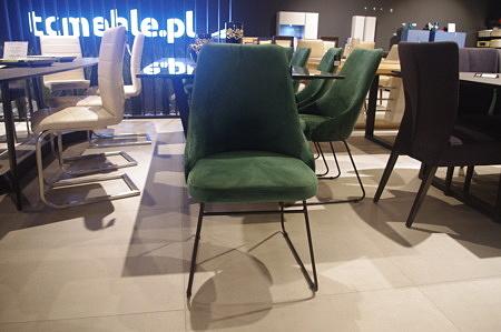 Krzesła zielone z tkaniny