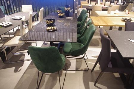 ładne i wygodne krzesła metalowe nogi czarne