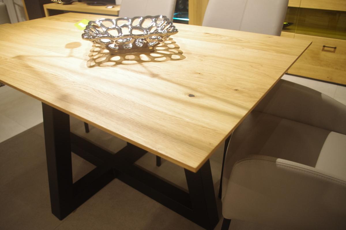 Piękny stół do salonu dębowy