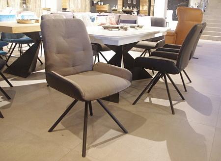 Pikowane krzesła foteliki
