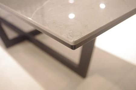 Krawędź stołu spiek na szkle loftowy