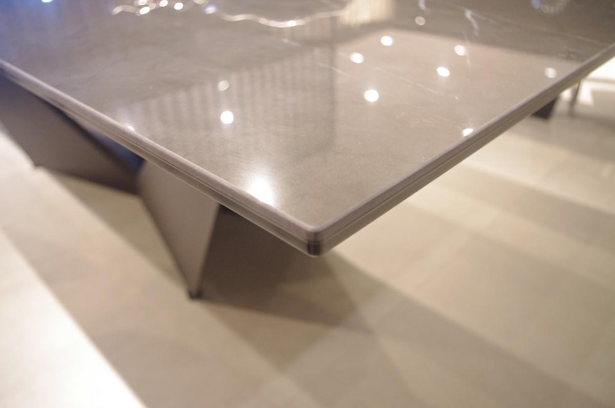 Spiek na szkle stół