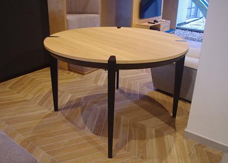 Stół okrągły z nogami czarnymi