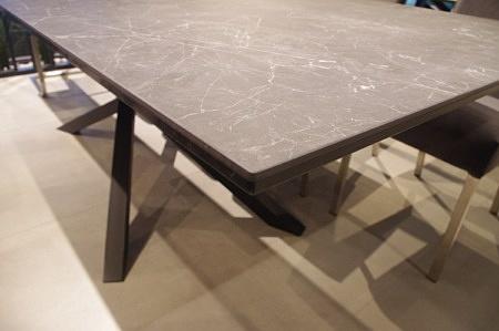 Krawędź stołu