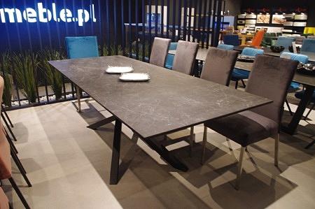 Stół industrialny do salonu