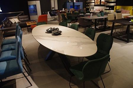 Stół owal do salonu spiek kwarcowy