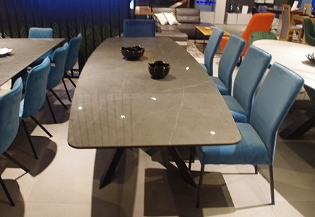 Stół z blatem kamiennym do salonu